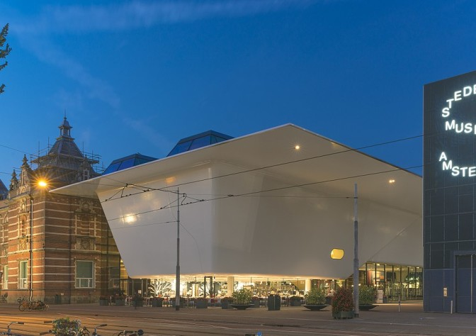 1200px-De_nieuwe_vleugel_van_het_Stedelijk_Museum_Amsterdam